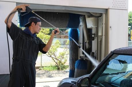 車好き大歓迎!ショールームでの洗車業務